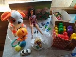 Lote de brinquedos, pelúcia e bicicleta - leia descrição