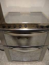 Fogão Eletrolux de inox espelhado com grill e time acendimento inteligente