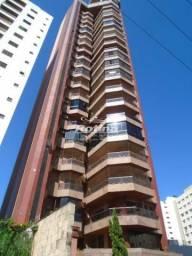 Apartamento, 4 suítes, no Bairro Centro