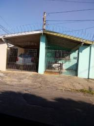 3  casas num terreno, todas alugadas  perto UPA Bela Vista