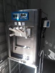 Máquina de sorvete italiano e batedor de milkshake