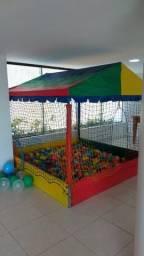 Piscina de bolas e brinquedos para aniversário infantil