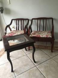 02 Cadeiras e Mesa de Centro - perfeito estado