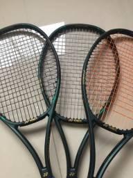 Três raquetes V-core pro97 da Yonex