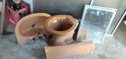 Pia,vaso sanitário e box