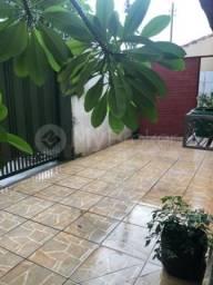 Casa com 3 quartos - Bairro Vila Lucy em Goiânia