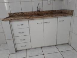 Pia cozinha/cuba e armário de bônus bem conservados