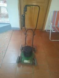 Vendo ou troco Máquina de cortar grama.