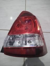 Lanterna lado direito do Etios Sedan