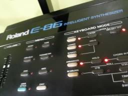 Teclado Roland E-86