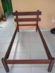 Cama solteiro de madeira rústica