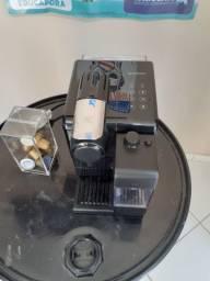 Cafeteira Nespresso lattissima touch preta 110v