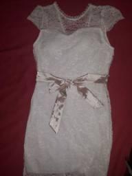 Vestido branco novo na etiqueta.