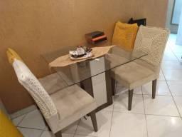 Mesa com tapão de vidro com 4 cadeiras