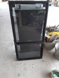 Vendo janela 1,00x0,60 com parte fixa e outra basculante em alumínio preto