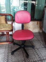 Cadeira de escritorio ou estudo rosa em bom estado