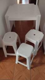 Mesa e banquinho