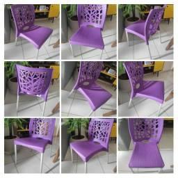Cadeira de plástico seminova