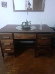 Escrivaninha de madeira macissa
