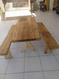 Mesa rustica com tampo polido