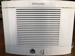 Ar condicionado de janela Electrolux Maximus 7500 BTU com controle remoto