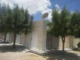 Vendo ou trocou essa casa localizada em Carnaubal-Ce