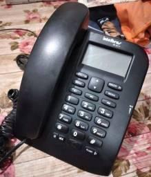 Telefone Intelbras com identificador de chamadas.