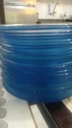 Pratos rasos. azul transparente