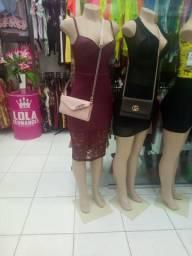 Vendo este vestido na cor vinho