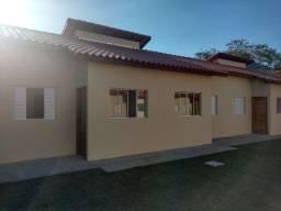 Vende-se casa em condomínio aconchegante no bairro do Massaguaçu em Caraguatatuba SP!