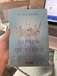 Livro Lacrado Espada de Vidro, Victoria Aveyard