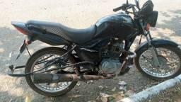 Vendo moto com carretinha 6500