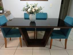 Mesa com seis lugares