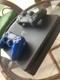 PlayStation 4 e 2 controles