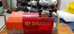 Vendo máquina de chave seme Nova