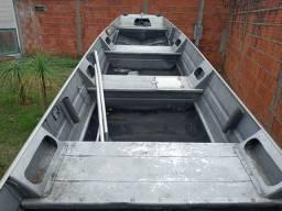 Barco de 5mt com carreta e motor Yamaha 15 HP 2014 semi novo