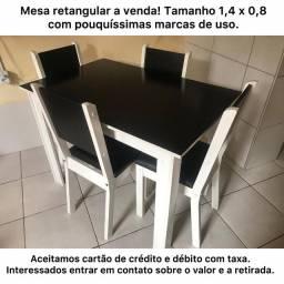 Mesa de jantar de 4 lugares