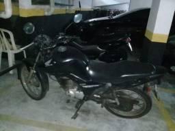 Moto Honda CG 125 FAN ESD ano 2013 modelo 2014 cor preta