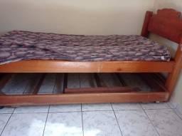 Vendo 2 cama de solteiro de madeira