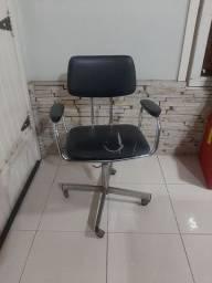 Cadeira de escritório giratória revestida em couro
