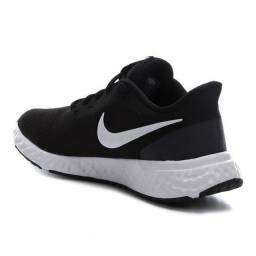 Tênis Nike Revolution