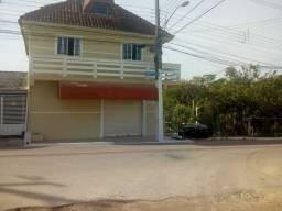 Sobrado com ponto comercial no Pinheirinho.