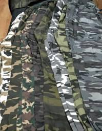 Calças camufladas