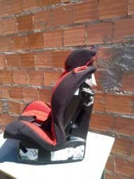 Cadeira de segurança para automóveis. Para crianças de até 25 quilos.