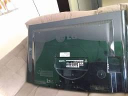 Vendo TV LG de 42 polegadas pra retirada de peças.