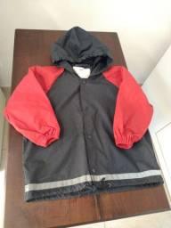 Jaqueta com capuz emborrachada para chuva