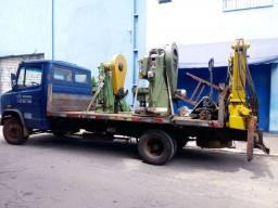 Caminhão munck de pequeno porte ( 2,5 tn )