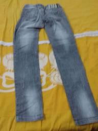 Vendo calça jeans se for compra ás duas ficar 25 se for por 1 ficar 15 conservadas