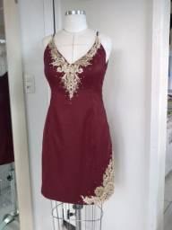 Vestido para festas Marsala bordado à mão