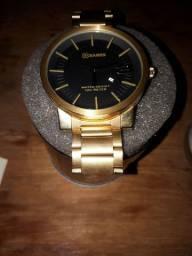 Vendo relógio dourado na caixa nunca foi usado